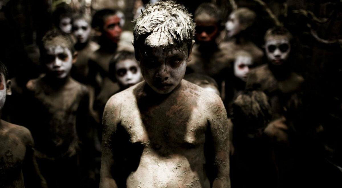 Les enfants sauvages de la jungle dans Vinyan