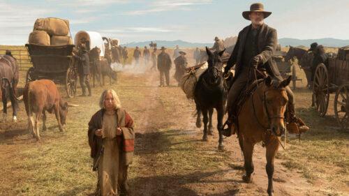 Tom (Tom Hanks) et Cigale (Helena Zengel) sur la route dans La Mission