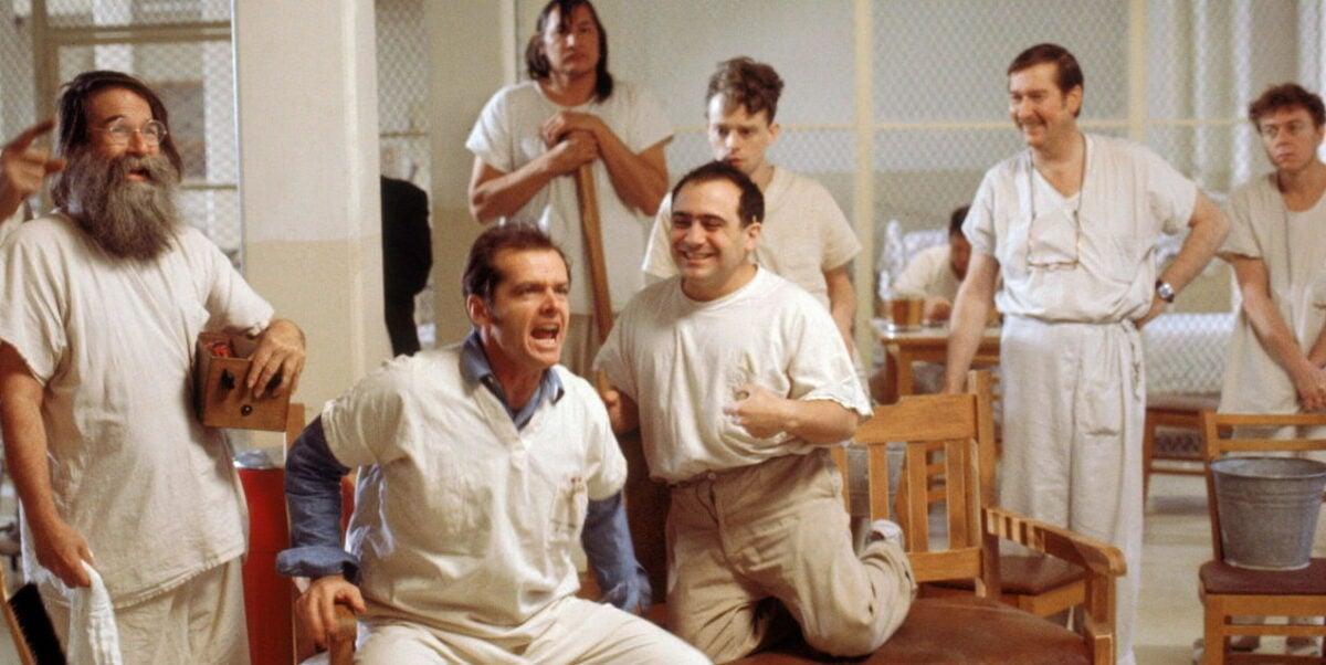 McMurphy (Jack Nicholson) avec les autres patients de l'asile dans Vol au-dessus d'un nid de coucou