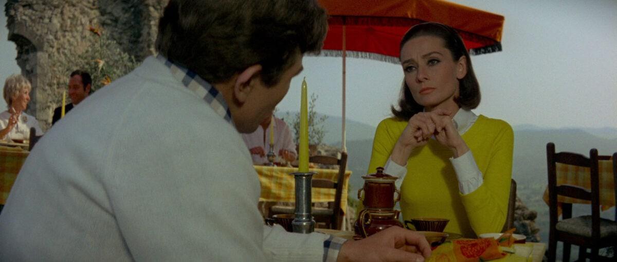 Mark (Albert Finney) et Joanna (Audrey Hepburn) au restaurant dans Voyage à Deux