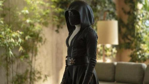 Angela Abar (Regina King) portant son masque noir dans Watchmen