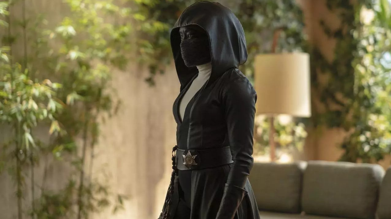 Angela Abar (Regina King) portant son masque noir dans Watchmen