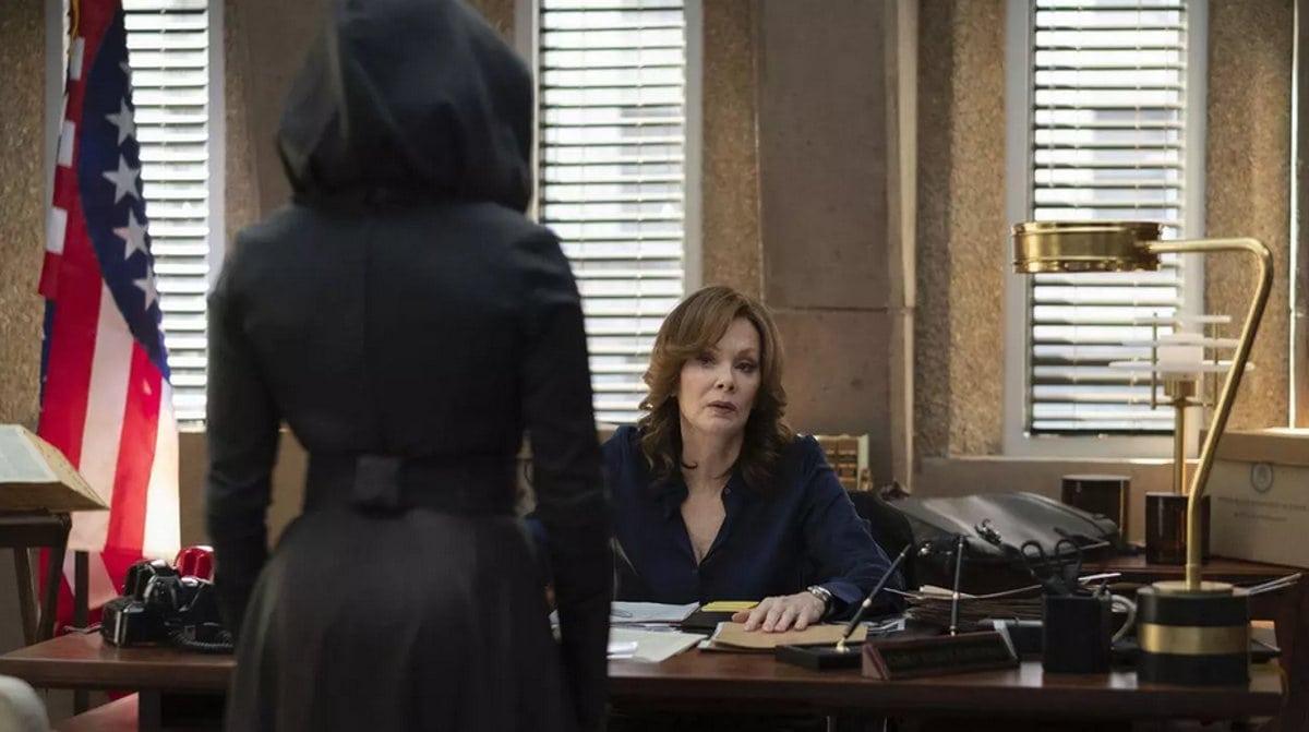 Angela Abar (Regina King) et Laurie Blake (Jean Smart ) dans la série Watchmen