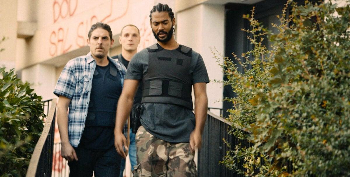 Les trois policiers de la BAC dans la cité dans Les misérables