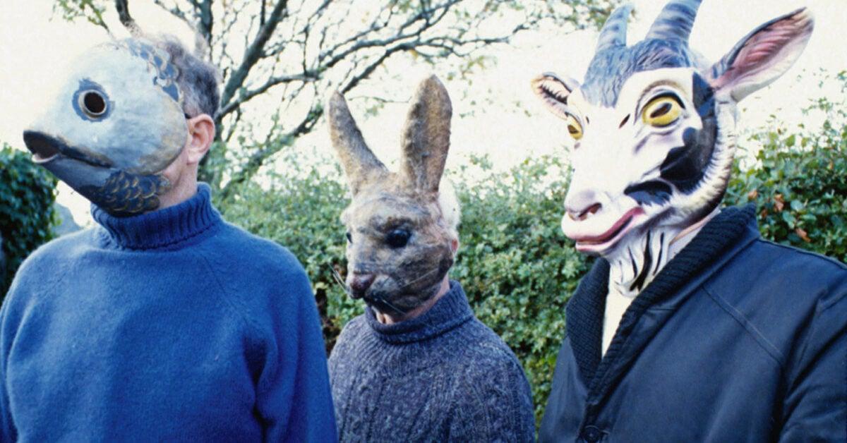 Des habitants de l'île portant leurs masques d'animaux durant le carnaval païen dans The Wicker Man