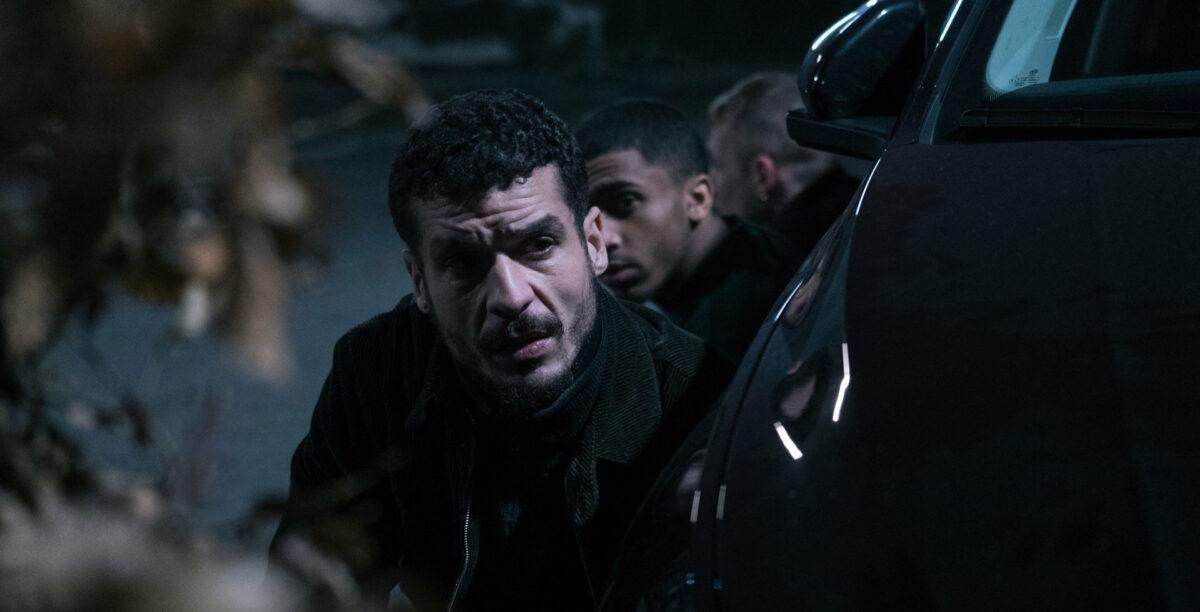Mehdi (Soufiane Guerrab) préparant son braquage dans De bas étage