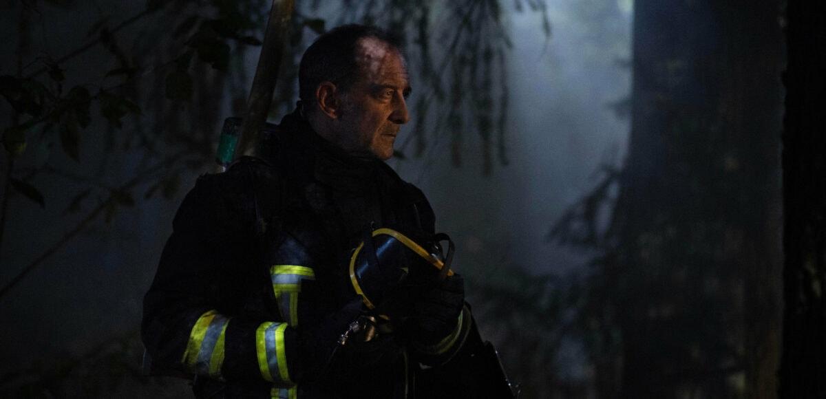 Vincent Lindon durant une intervention des pompiers dans Titane