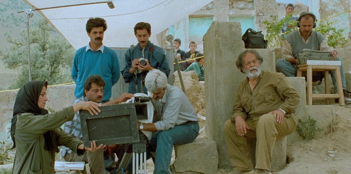 L'équipe de tournage dans Au travers des oliviers