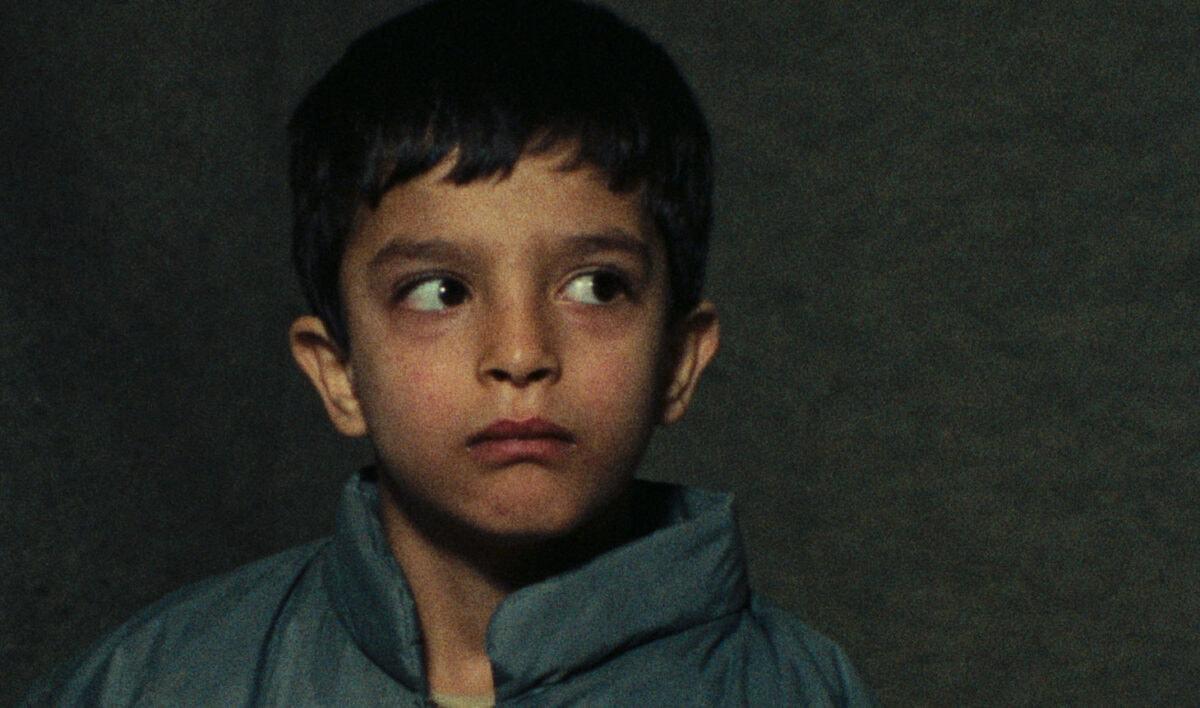 Un enfant de l'école dans Devoirs du soir