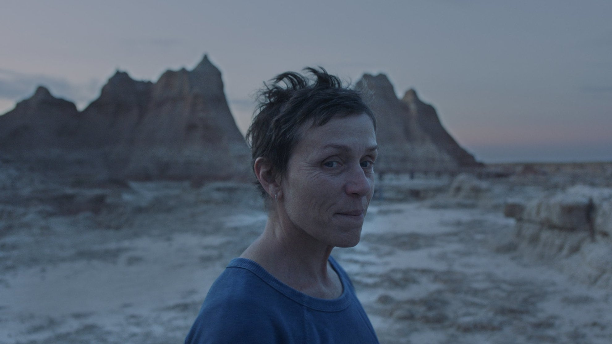 Fern (Frances McDormand) dans le désert dans Nomadland