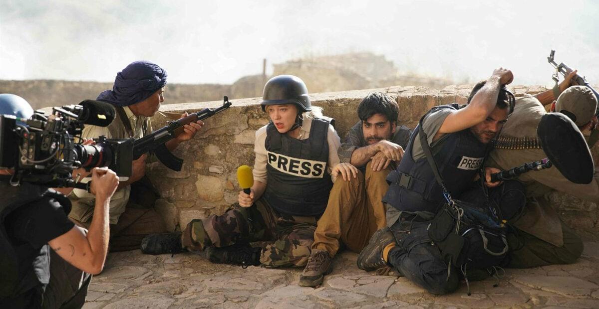 France De Meurs (Léa Seydoux) en reportage sur le front d'une guerre dans France