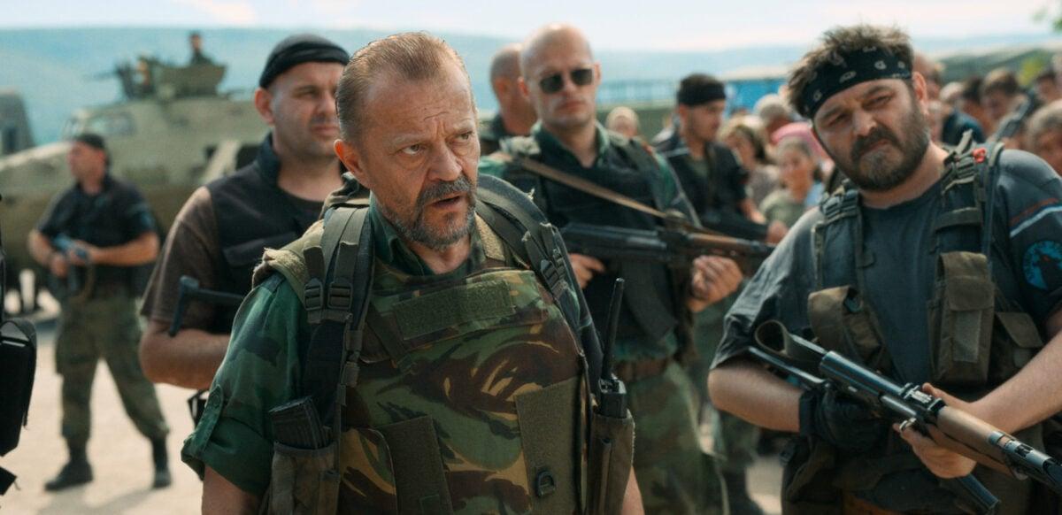 Un méchant soldat de l'armée serbe dans La voix d'Aïda