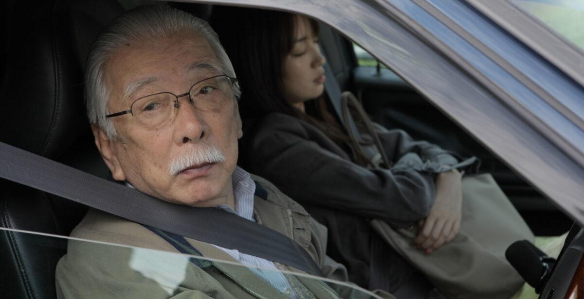 Rin Takanashi et Tadashi Okuno dans une voiture dans Like Someone in Love