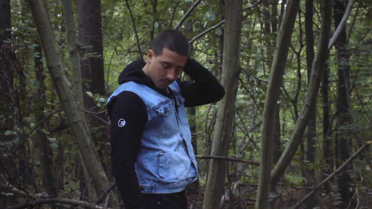 Arnaud dans la forêt dans Soy Libre