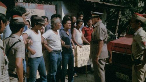 Les ouvriers en colère dans Bayan ko