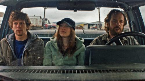 Jesse Eisenberg, Dakota Fanning et Peter Sarsgaard en voiture dans Night Moves